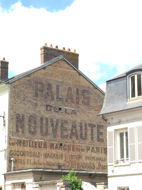 I always look for these old signs in France.