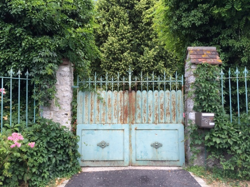 driveway in Giverny